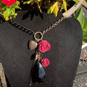 Jewelry - Rose garden Betsey Johnson necklace